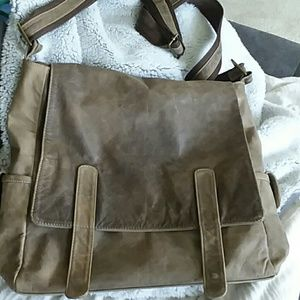 Handbags - Gorgeous messenger bag🛍🎒